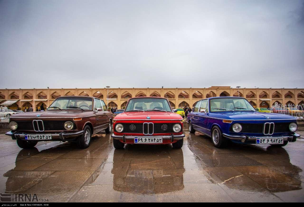 همایش خودروهای کلاسیک در میدان امام علی اصفهان (+تصاویر)