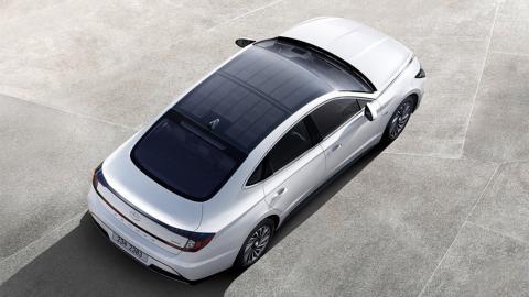 معرفی هیوندا سوناتا 2020 / این خودرو با نور خورشید شارژ می شود (+تصاویر)