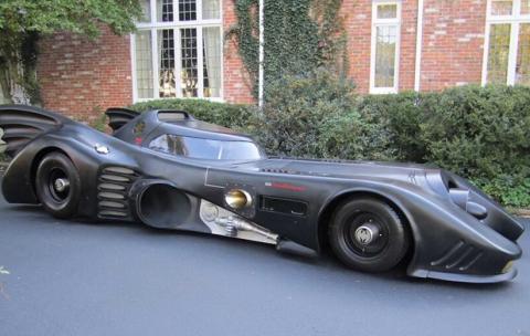 بت موبیل فروشی شد؛ خودرو بت من با موتور جت و مجوز رانندگی در خیابان های شهری