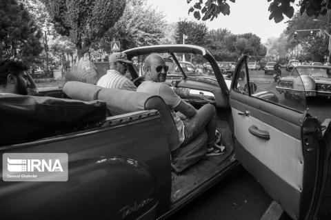 حرکت خودروهای کلاسیک در خیابانهای تهران