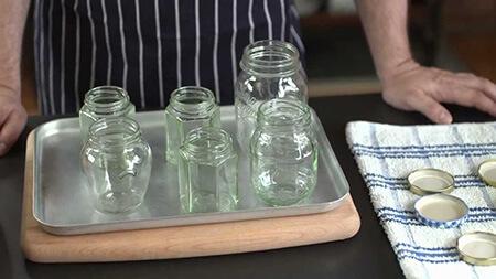 آیا استریل کردن یا گرم کردن شیشه های کنسرو در فر ایمن است؟ استریل کردن شیشه های کنسرو