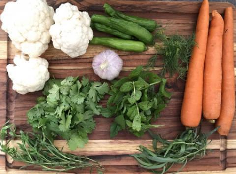 آشنایی با انواع سبزی ترشی سبزی ترشی شامل چه سبزی هایی است؟