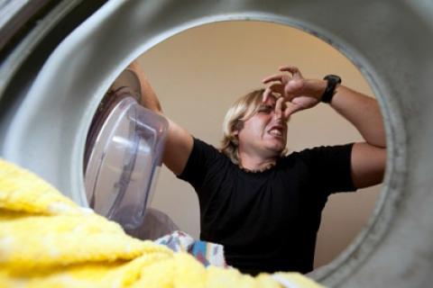 راههای از بین بردن بوی بد ماشین لباسشویی