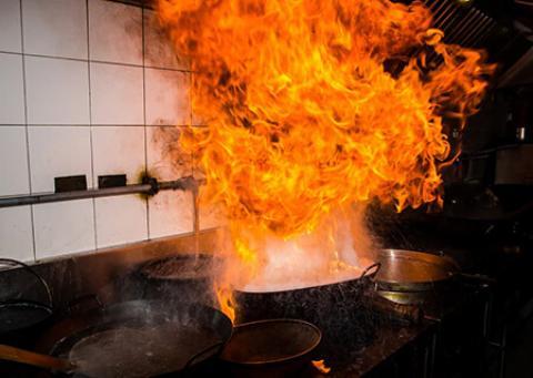 نحوه تمیز کردن خانه بعد از آتش سوزی چگونه بعد از آتش سوزی خانه را تمیز کنیم؟
