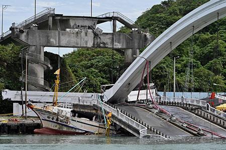 عکسهای جالب,عکسهای جذاب ,سقوط یک پل