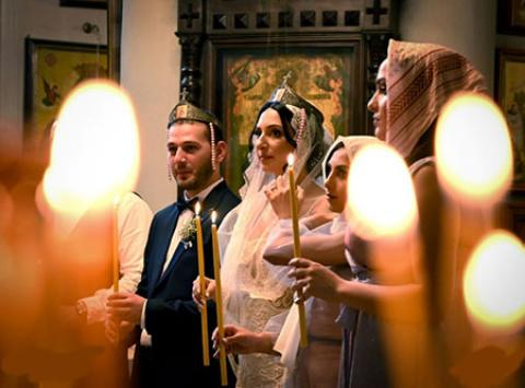 عکس های جالب و دیدنی روز؛ از عروسی در کلیسا تا واژگون شدن یک قایق حاوی 1.2 تن کوکایین