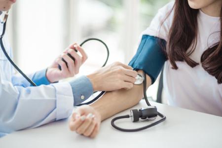 علائم فشار خون بالا و چگونگی درمان آن