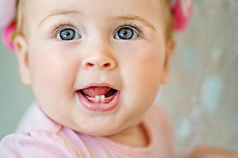 علائم نشاندهنده رویش دندان در کودکان