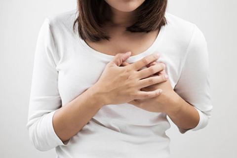 6 علت درد سینه در زنان