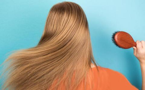 نکاتی را که درباره شانه زدن صحیح مو باید بدانید!