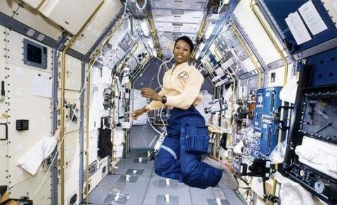 علت مناسب بودن زنان برای فضانوردی چیست؟