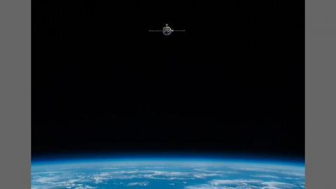 تصاویر بازگشت ۳ فضانورد به زمین