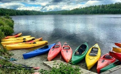 قایق کایاک چیست؟ آشنایی با کایاک سواری کایاک سواری: انواع قایق کایاک، مسابقات کایاک سواری