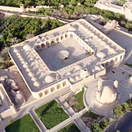 کاروانسرای شاه عباسی میبد (+تصاویر)