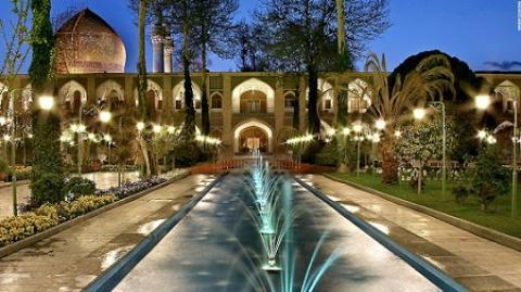 هتل عباسی اصفهان گنجینه ای ارزشمند از هنر و معماری ایران آشنایی باهتل عباسی اصفهان
