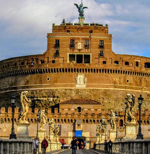 قلعه سنت آنجلو یکی از جاذبه ی گردشگری شهر رم در ایتالیا