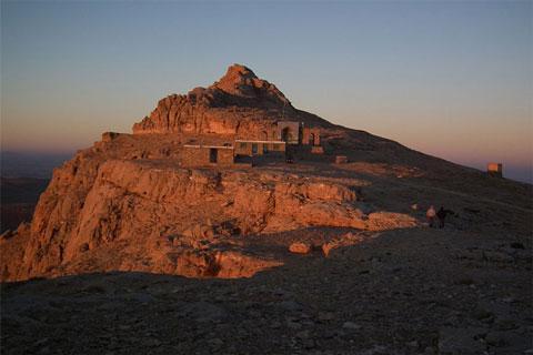 امامزاده حمزه عرب، زیارتگاهی بر فراز آسمان بیجار