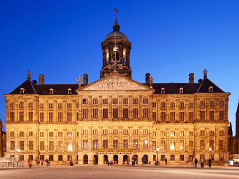 کاخ سلطنتی آمستردام، یکی از زیباترین کاخ های جهان
