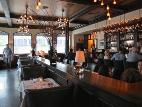 رستوران بین راهی، انتخابی چالش برانگیز