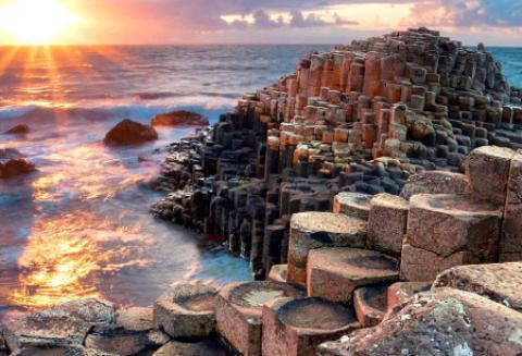 گذرگاه غول پیکر آنتریم، ساحلی عجیب و افسانه ای در ایرلند (+تصاویر) گذرگاه غول پیکر ایرلند (Giant causeway)