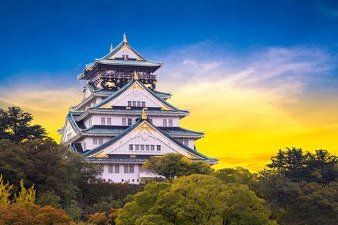 قلعه مجلل و زیبای اوزاکا در ژاپن